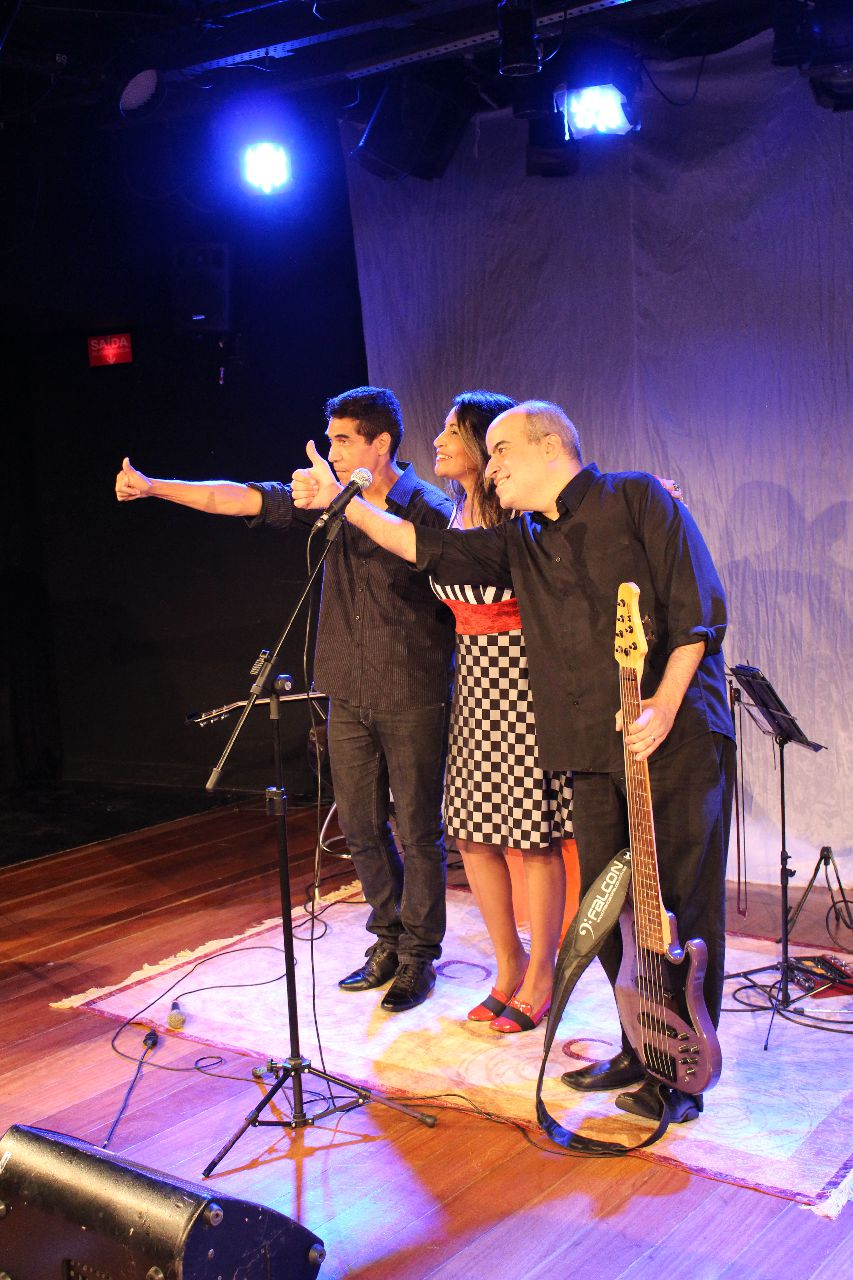 Agradcimento final, com os músicos Adonay Pereira e Francisco Falcon